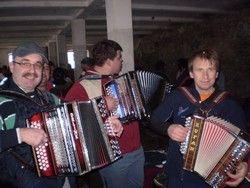 Harmonikaši na Slabetovi domačiji pod vrhom